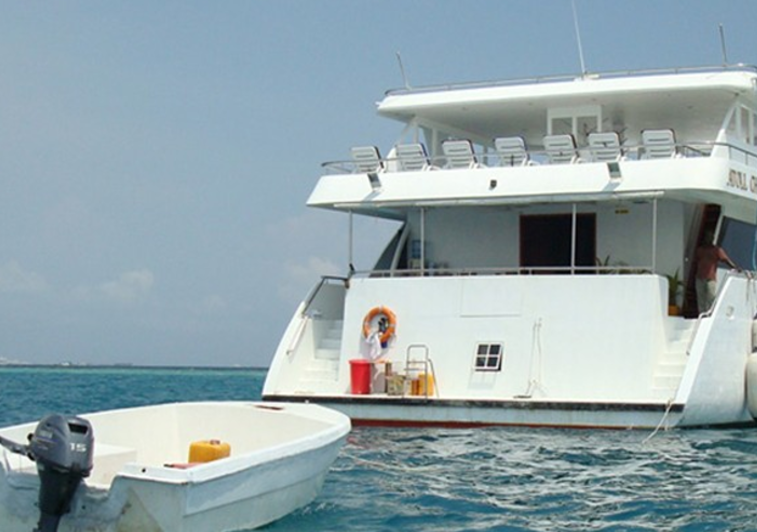 Atoll Challenger Maldives - Clear Water Surf Travel