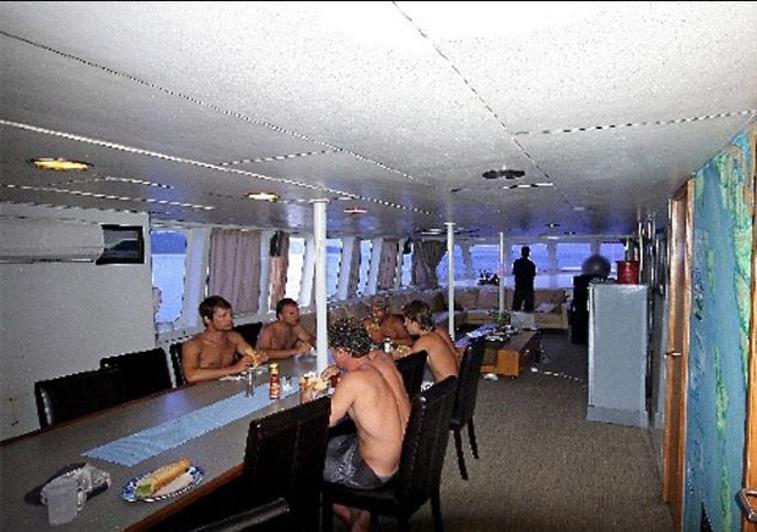 MV Addiction Mentawai - Clear Water Surf Travel