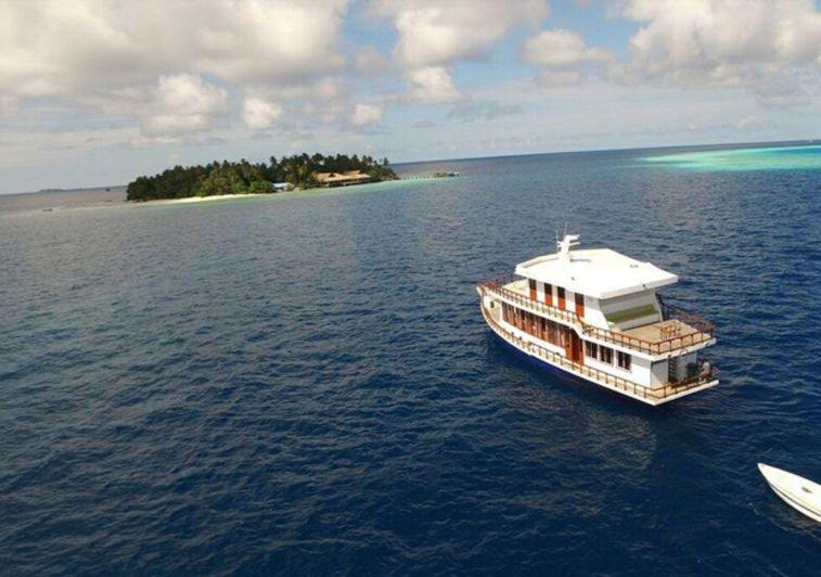 Madivaru Maldives - Clear Water Surf Travel
