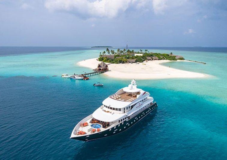 Dhaainkanbaa surf charter Maldives