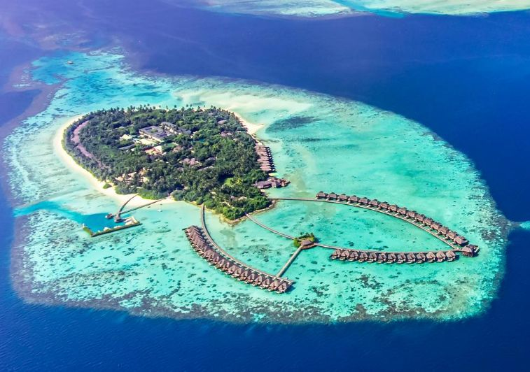 Huvadhoo-Atoll-Ayada surf resort Maldives