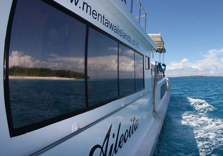 Aileoita surf charter Mentawai