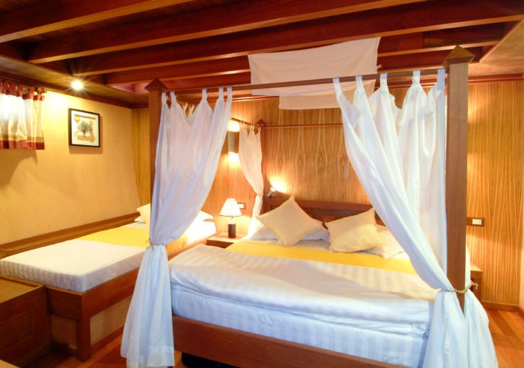 Princess Haleema private surf boat charter